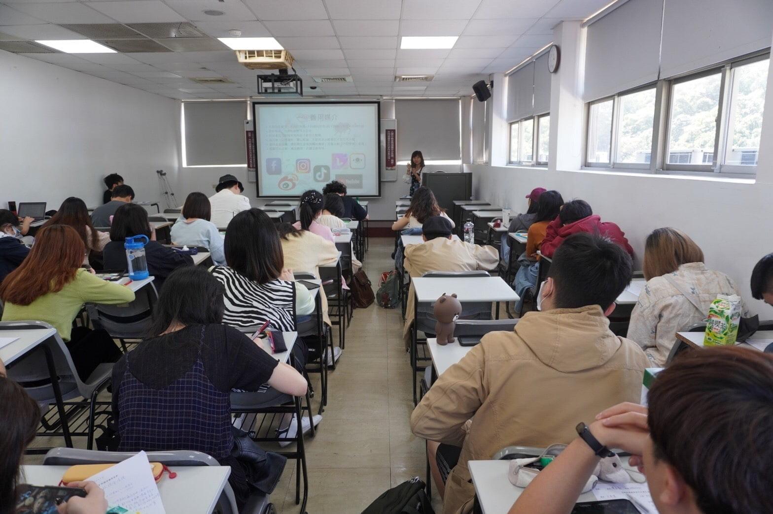 圖二:選修課程同學專心聽講。